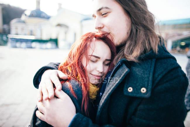 Tender couple embracing - foto de stock