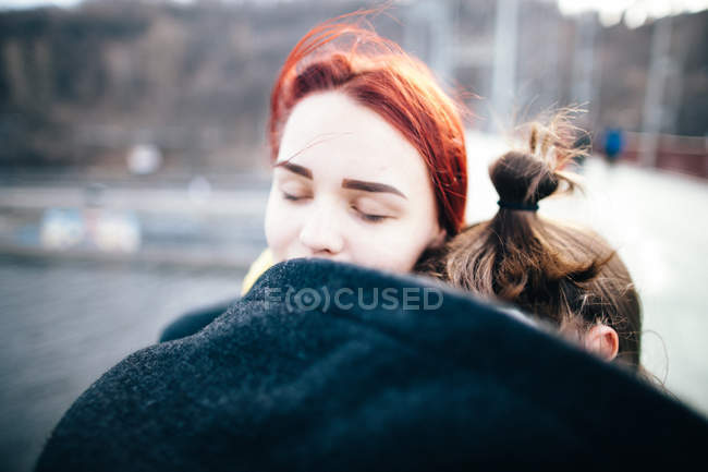 Tender couple embracing — Stock Photo
