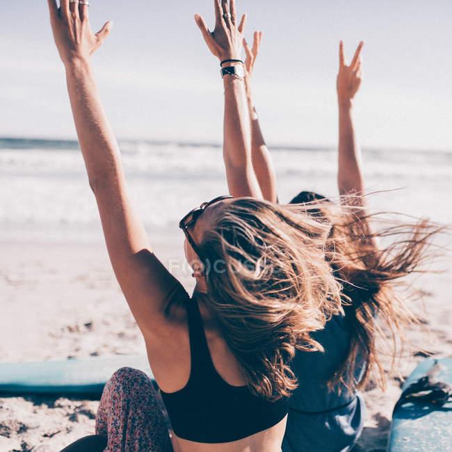 Mulheres com mãos animar — Fotografia de Stock