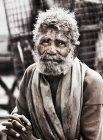 Uomo maturo barbuto in vestiti tradizionali — Foto stock