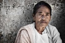 Myanmar woman leaning on wall — Stock Photo