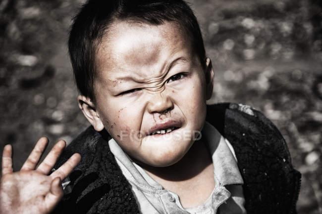 Mano d'ondeggiamento del ragazzo vietnamita — Foto stock