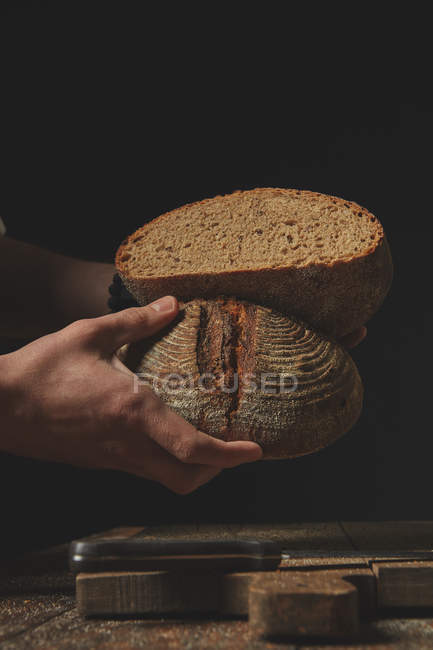 Baker cutting bread — Stock Photo