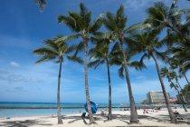 Honolulu, пляжем Вайкики — стоковое фото