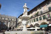 Fontaine de la Madonna di Verona — Photo de stock