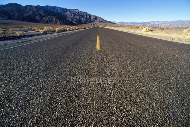 Route droite et longue — Photo de stock