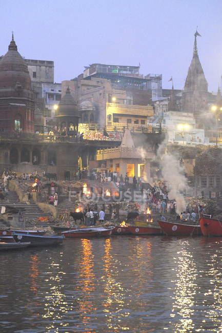 Varanasi, cremation ceremony on Ganges river — Stock Photo