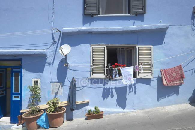Maison de pêcheurs bleu de l'île de Burano — Photo de stock