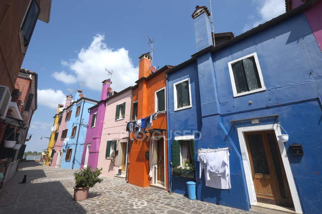 Maisons de pêcheurs colorées de l'île de Burano — Photo de stock