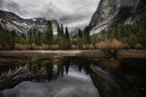 Yosemite mirror lake in autumn — Stock Photo