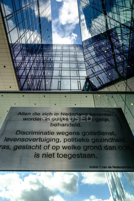 Placa com letras na construção — Fotografia de Stock