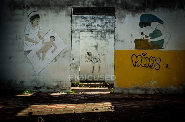 Antico edificio abbandonato — Foto stock