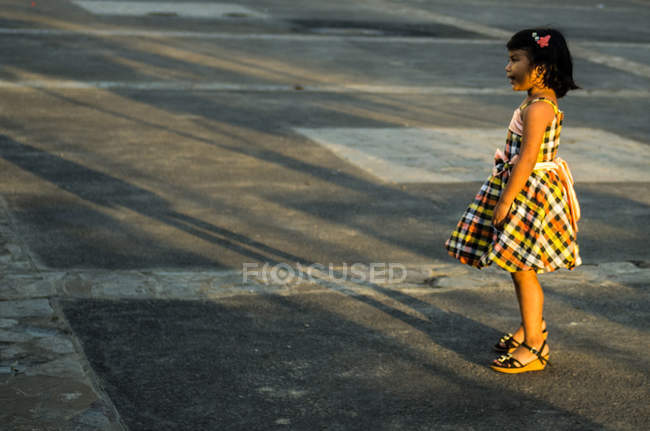 Menina pulando — Fotografia de Stock