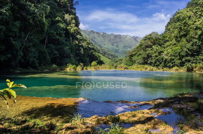 Rio Cahabon na Guatemala rural — Fotografia de Stock