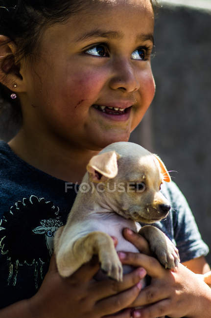 Small girl with puppy — Stock Photo
