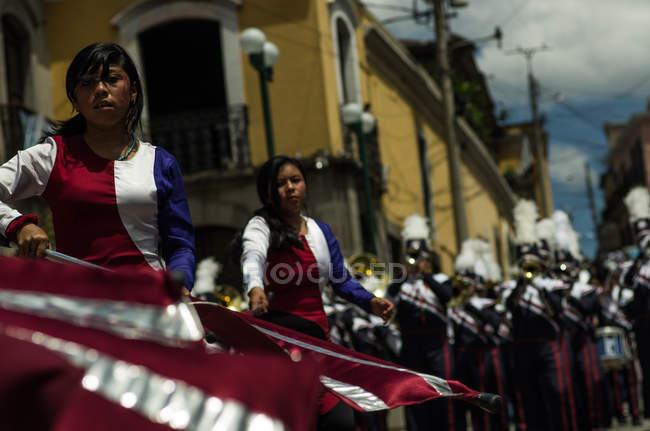 Banda marcial em desfile — Fotografia de Stock