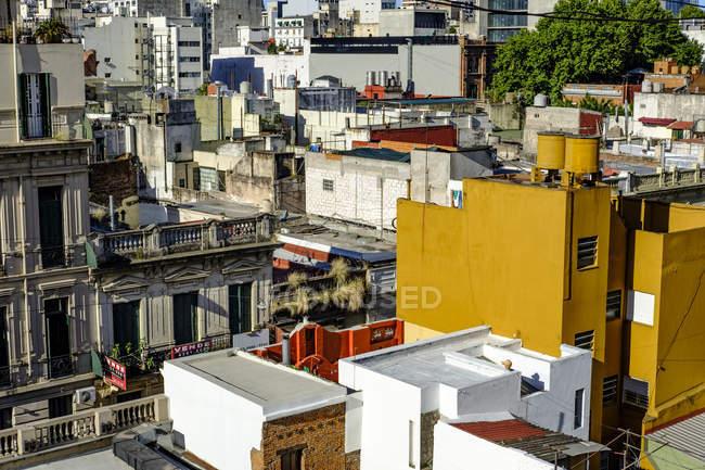 Scène urbaine avec des bâtiments — Photo de stock