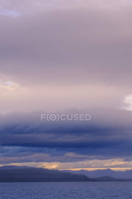 Calm water surface with stormy clouds — Stock Photo