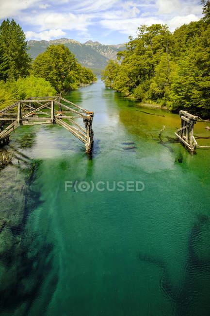 Красивая горная река — стоковое фото