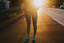 Woman standing on urban street — Stock Photo