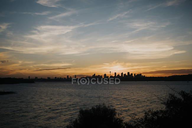 Skyline Sydney pendant le coucher du soleil — Photo de stock