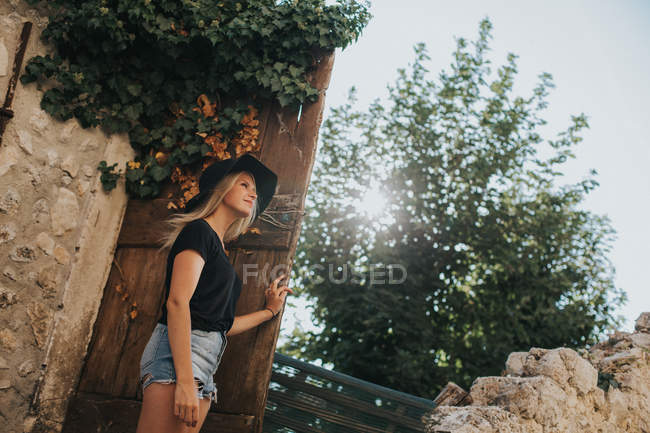 Woman leaning on wall and looking at landscape — Stock Photo