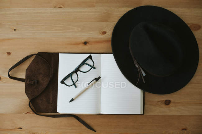 Opened notebook with eyeglasses and pen — Stock Photo