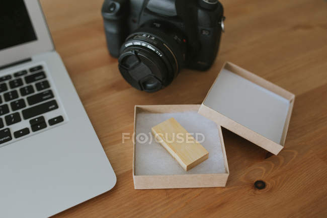 Laptop and camera on tabletop — Stock Photo