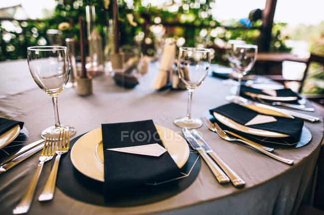 Весільний сервірування столу для гостей — стокове фото