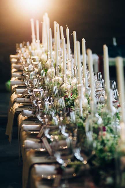 Table de mariage mise en lieu de cérémonie — Photo de stock