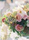 Свадебная цветочная композиция — стоковое фото