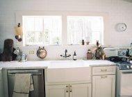 Interior of domestic kitchen — Stock Photo