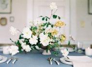 Букет квітів на настільний набір — стокове фото