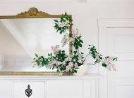 Сиреневые цветы в вазе — стоковое фото