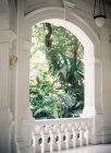 Villa porch with lush garden — Stock Photo