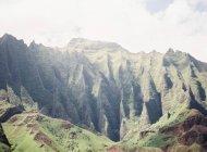 Cumes de montanha na ilha vulcânica — Fotografia de Stock