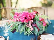 Beutiful pink bouquet on setting table — Stock Photo