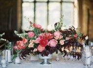 Букет цветов на столе — стоковое фото