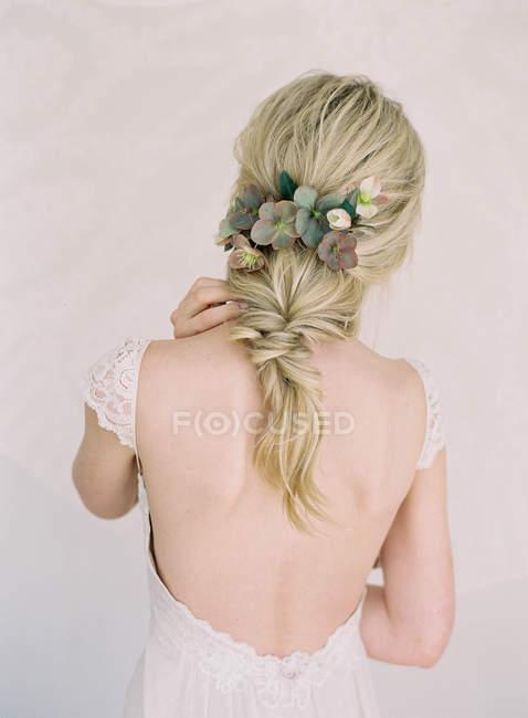 Joven rubia novia - foto de stock
