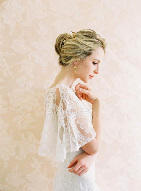 Jeune mariée blonde — Photo de stock