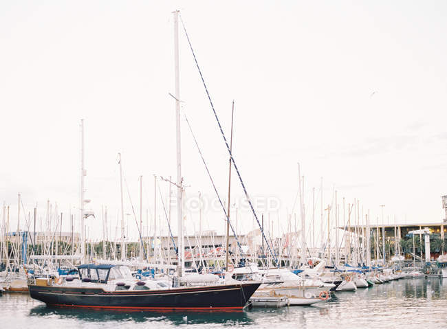 Moored yachts at dock — Stock Photo
