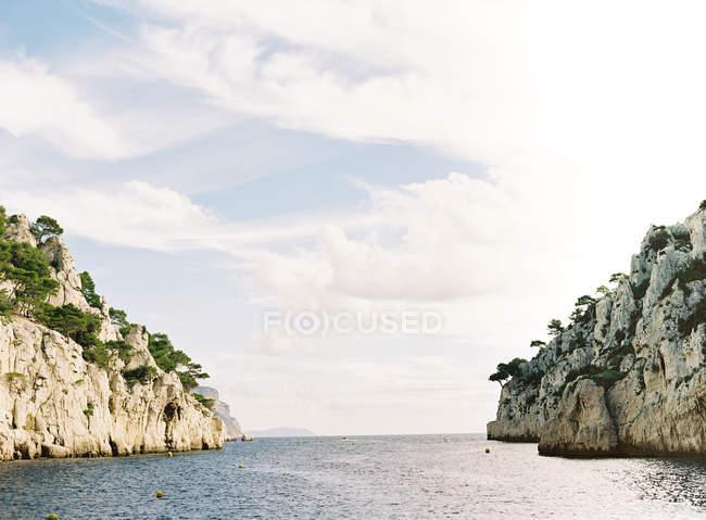 Spiaggia scogliera tra Cannes e Marsiglia — Foto stock