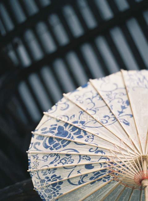 Guarda-sol de papel de baixo — Fotografia de Stock