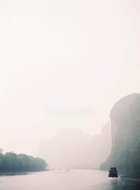 Crociera in barca a vela lungo il fiume Li — Foto stock