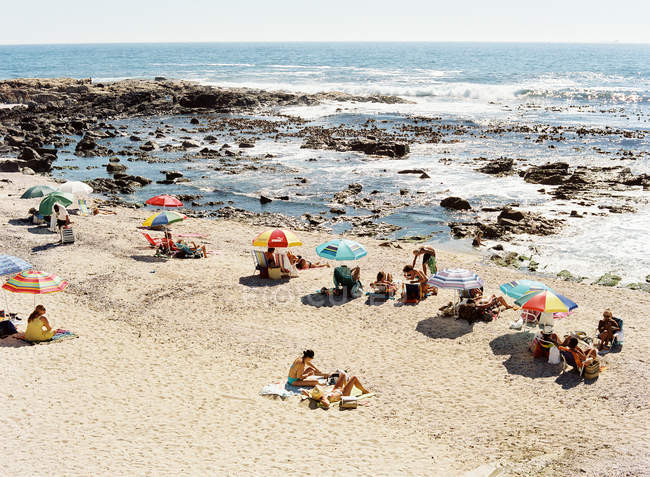 People relaxing on Cape Town beach — Stock Photo