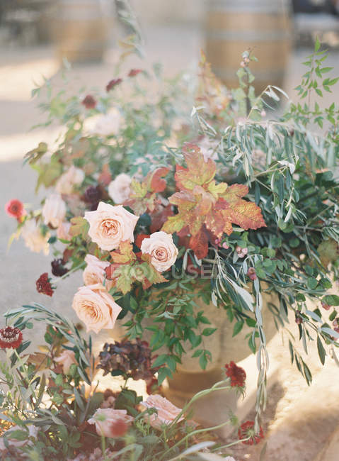 Arranjo floral rústico — Fotografia de Stock