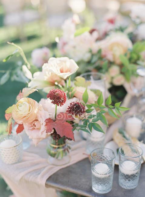 Matrimonio composizione floreale — Foto stock
