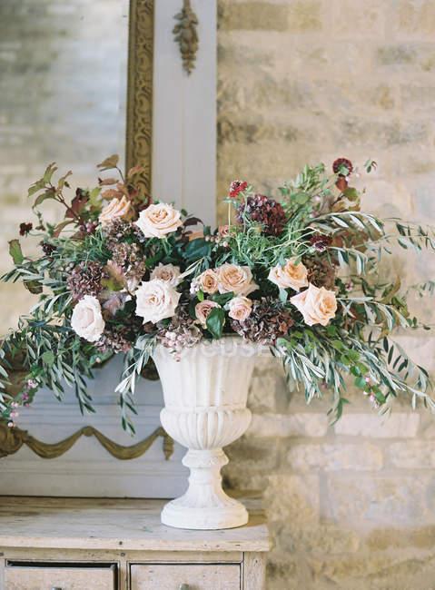 Rustic floral arrangement — Stock Photo