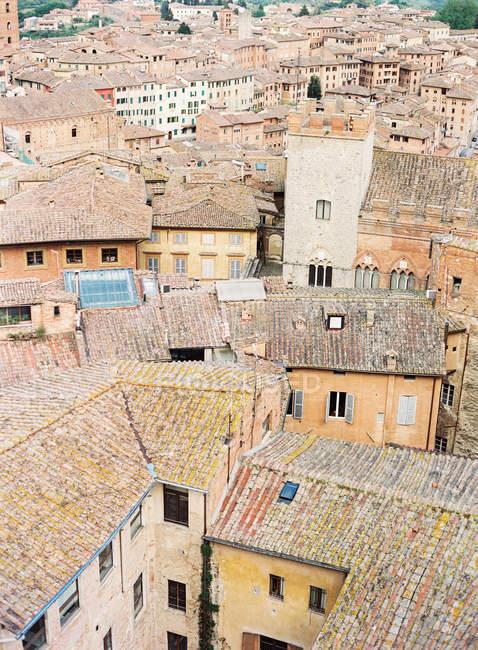 Cidade italiana com telhados — Fotografia de Stock