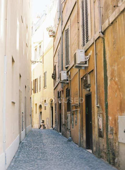 Vecchia strada stretta — Foto stock